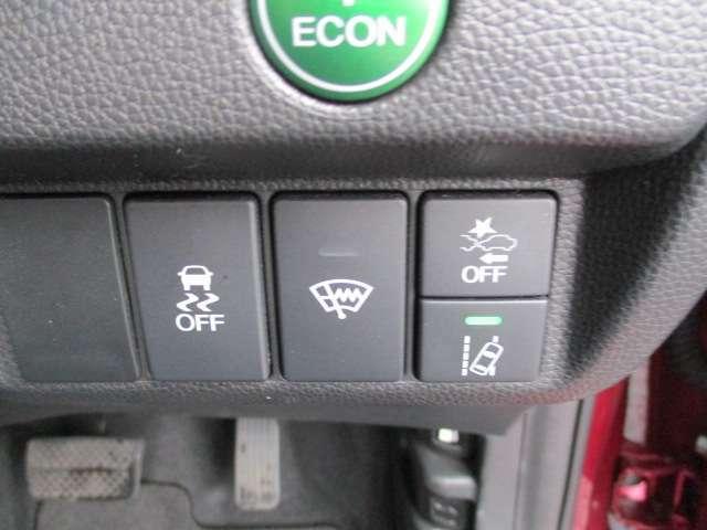 先進の安全運転支援システム「Honda SENSING」を採用。ミリ波レーダーと単眼カメラによる車両前方の状況認識と、ブレーキ、ステアリングの制御技術とが協調し、安心・快適な運転や事故回避を支援