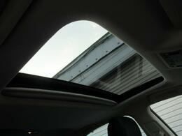 サンルーフの装備で開放感溢れる車内をお楽しみください。