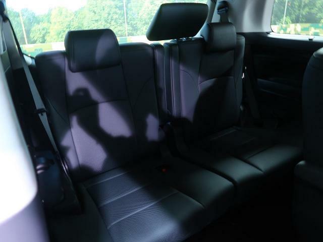1番後ろの席だって、窮屈な思いはさせません!足元までしっかりスペースを確保できています!!シートの前後や、リクライニングも可能ですので、ゆったり座って頂けます♪