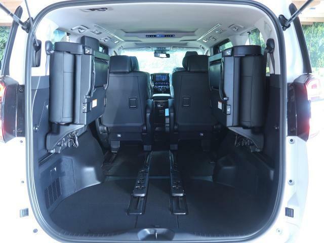 SUV LAND名古屋店は、お車のご購入はもちろん、御納車後の車検・点検・鈑金修理などアフターサービスもお気軽にご相談ください!!