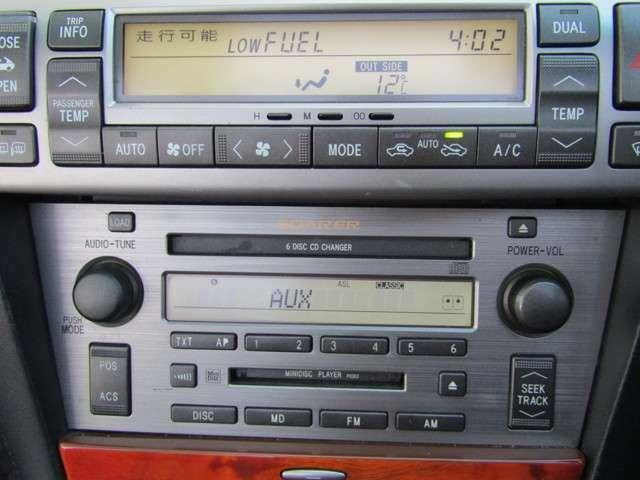 純正6連CDチャンジャ―を装備!好きな音楽を聴きながら、楽しくドライブ!AUX入力で携帯やミュージックプレーヤー接続も可能です