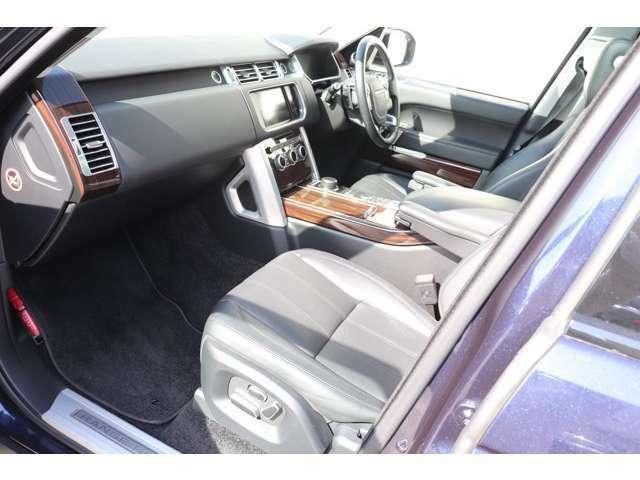シートは「オクスフォード・レザー」を使用。英国車のクラフトマンシップ溢れる造形と快適性をご提供いたします。