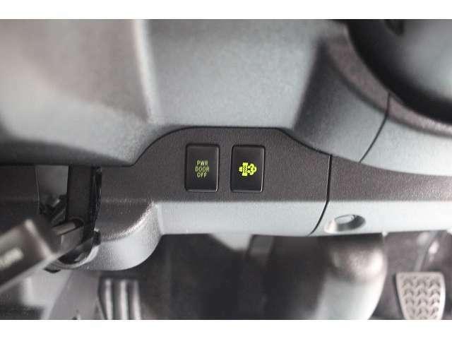 画像のスイッチによりパワースライドドアをOFFにする事も可能です。右側のスイッチは排ガス浄化装置スイッチです。
