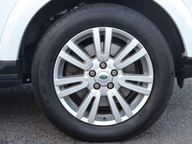 販売する中古車は電球1個に至るまでの全パーツを3ヶ月間保証するだけでなく、ご納車後1年10,000km以内に交換が見込まれる消耗品類、油脂類等を交換しています。