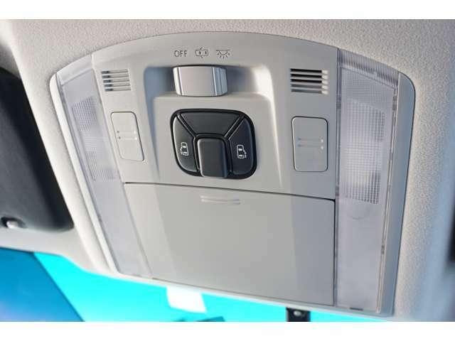 ★【デュアルパワースライドドア】両側のスライドドアが自動開閉し、狭い駐車スペースなどで便利です!!★