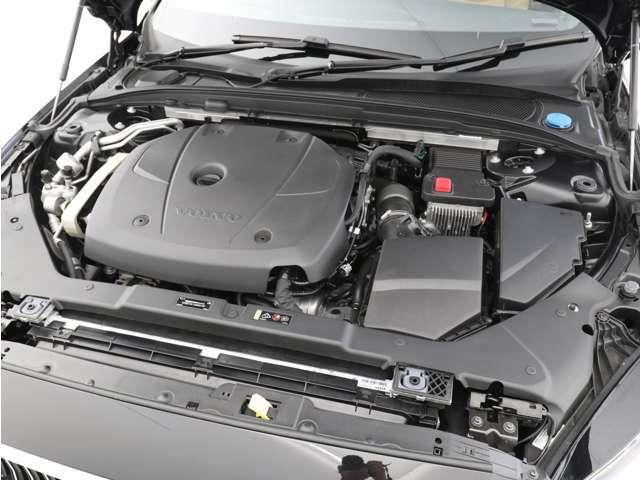 T5直噴ガソリンターボエンジンは、高速道路でも市街地でも、ドライバーの意思に即座に応えるレスポンスを備えています。