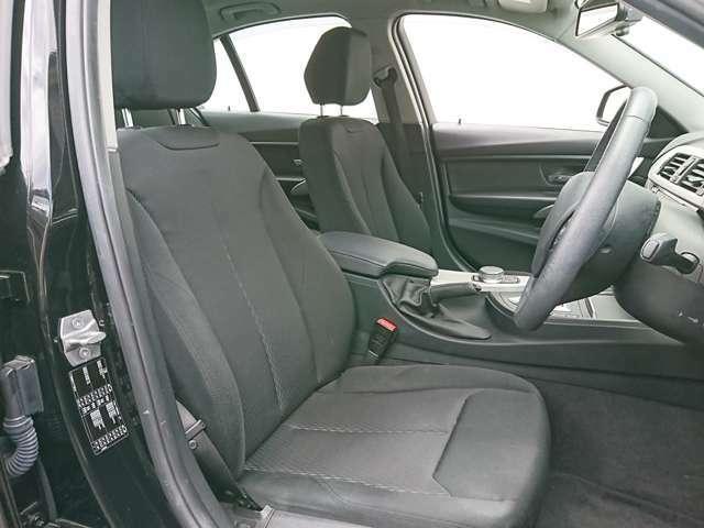 電動シートで運転中でも安全にシートポジションを簡単調整出来ます☆さらにシートポジションを記憶するメモリー機能があります☆ボタン一つで元の位置へ楽々戻ります!!