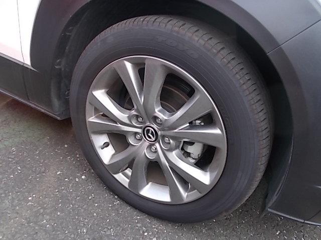 足元もスポーティでスッキリしたデザインの18インチアルミホイール!タイヤの残り溝もまだまだあります!