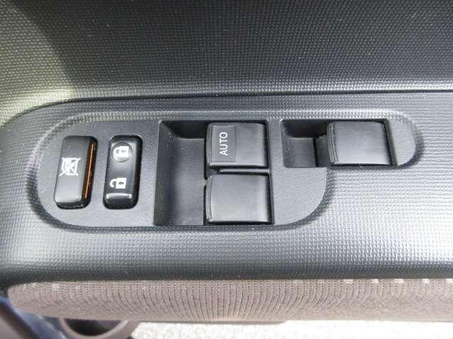 パワーウインドウスイッチ!  運転席ドアの内装ですキレイですよ☆
