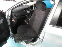 助手席回転シート+助手席アシストグリップ装備。 ☆是非、実車で使い勝手をご確認いただければと思います。お問い合わせ、お待ちしております(火曜定休)。