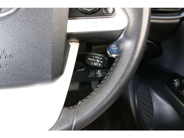 前モデルから大きく進化したレーダークルーズコントロール。全車速追従機能と車線逸脱警報の組み合わせで高速道路などでの運転がかなり楽になりますよ。