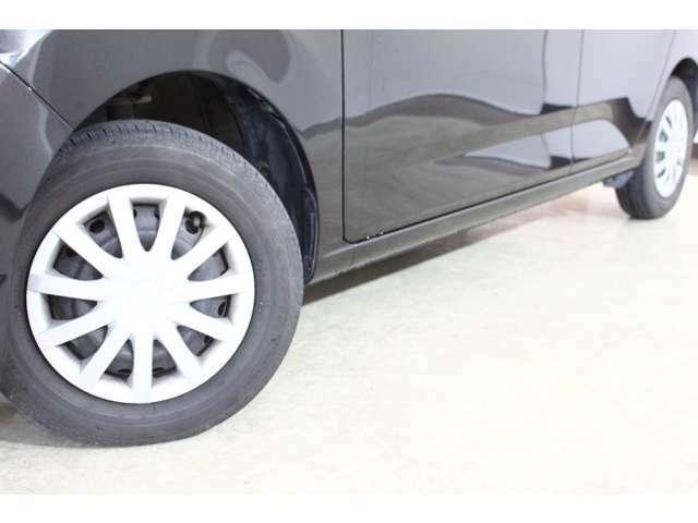 タイヤのホイールの細かいところまでキレイいにしてからお渡しします!