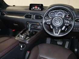 運転席乗り降りしやすく コクピットに座ると 見下ろす様な視界で 見通しが良く運転しやすいSUVです。