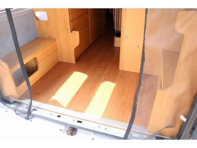 リアフロアーが荷室空間となります。