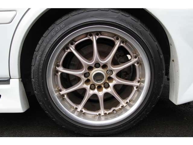 リア ボルクレーシング 17インチ 9J タイヤは、235/45/17