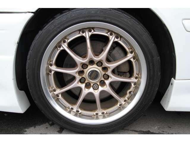 フロント ボルクレーシング 17インチ8J タイヤは、215/45/17