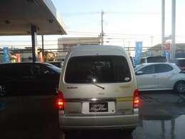 プライバシーガラス装着車輌です。内装の色あせ防止 エアコン効き向上などに一役かいますよ。