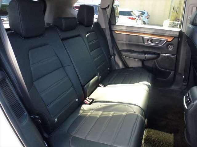 リア席の足元もゆったり確保できています。