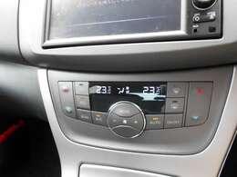 移動時の車内も快適に オートエアコンです 運転席助手席別々で温度設定ができます