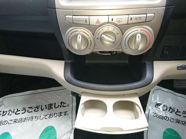 各種スイッチ&純正ドリンクホルダー!