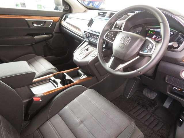 質感のあるシックモダンなインパネ周り★デザイン性はもちろん安全面も考慮されております◎運転席からの視界はとても広々です♪♪♪