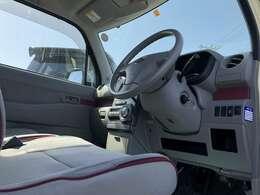 走行距離4万キロ台のお買い得車です!かわいいクリーム色で程度も良好です♪