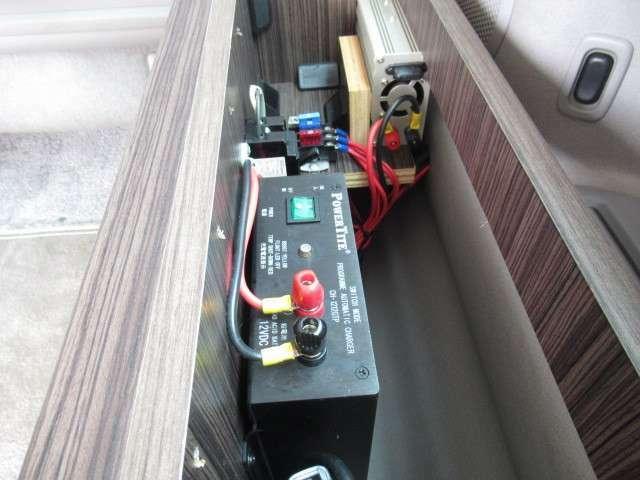 サブバッテリー、走行充電、外部充電、350Wインバーター装備しております!