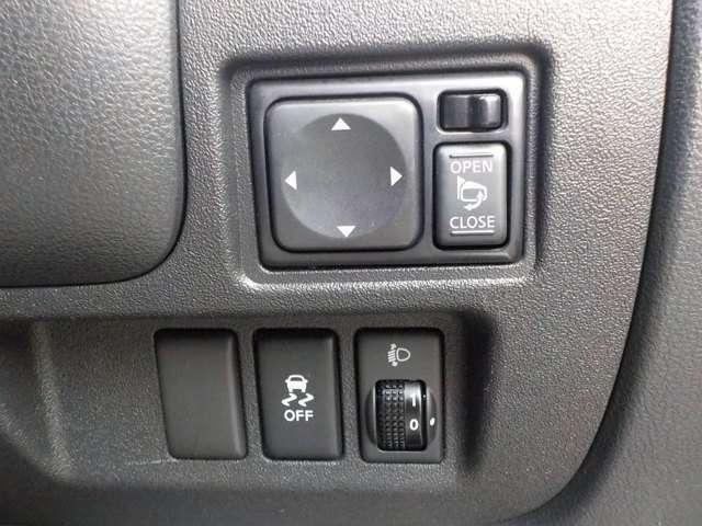 おすすめG´ZOXニューリアルガラスコート!ガラス系被膜に高レベルの撥水性能を付与させることで、しっかり雨を弾くとともに、酸性雨や水アカからボディを守ります。軽自動車(新車)33,000円~ ※新車登録から3年以内
