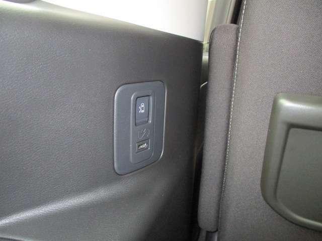 2列目、3列目にはUSB充電可能な設備が整っており、ロングドライブはもちろん普段のドライブからすごい便利です。