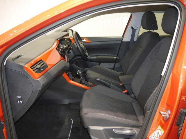 ホールド感の高い運転席、助手席シート!