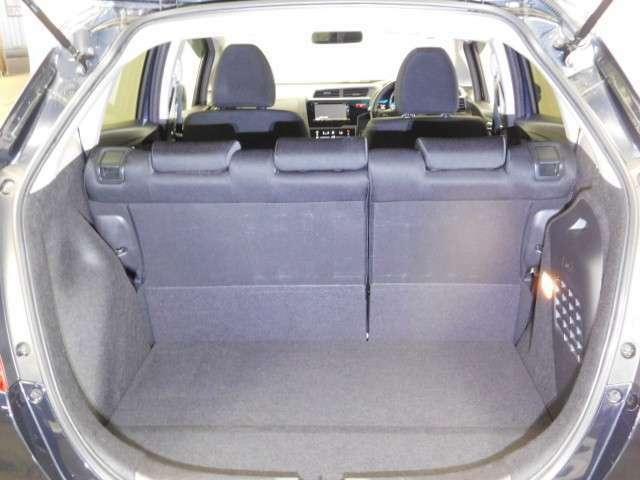 開口部が広く、荷物の積み降ろしが簡単で便利☆