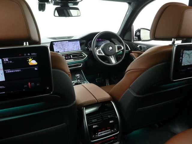 X7は車高もあり後席からの前方視界が良いので、じつは酔いにくいのです