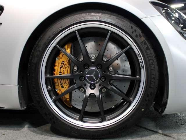 ■「AMGカーボンセラミックブレーキ」
