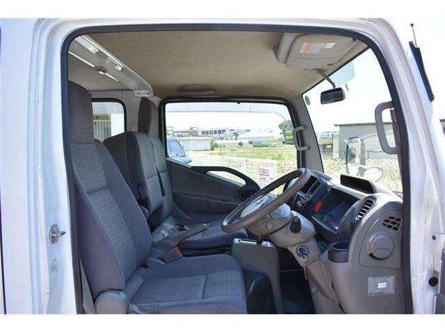 ■アトラスのシートはトラックと言うより乗用車に近い座り心地なんですよ♪■