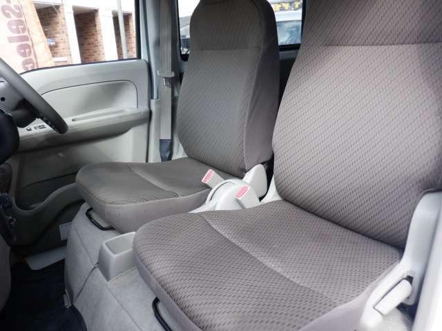 運転席側シート 使用感少なく綺麗な状態です シートの破れ等ございません