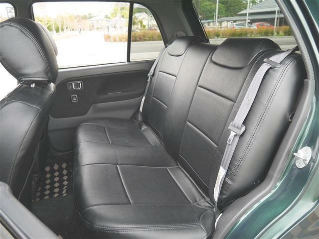 ●後席左● 後ろの席に人が乗る頻度ってどのくらいですか? 本当に必要な後席の空間って人それぞれ! 高頻度で後席の人が乗るなら乗る人の気持ちになって考えてあげたいですね。