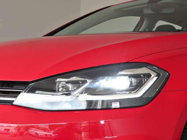 ヘッドライトはLEDヘッドライトです。消費電力が少なく、とても明るいです!!