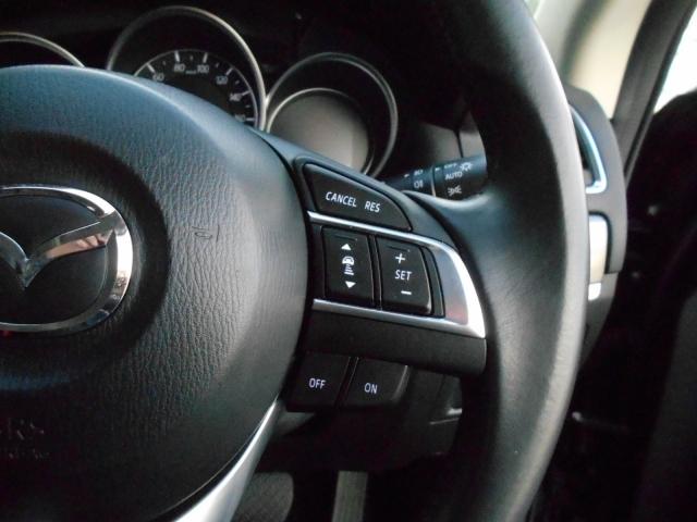 便利なレーダークルコン!オートクルーズ走行時において、レーダーにより前方の車両との車間距離を認識!設定した車間距離を保持しながら走行してくれるスグレモノ!車間設定や速度設定はお手元のボタンで簡単操作!