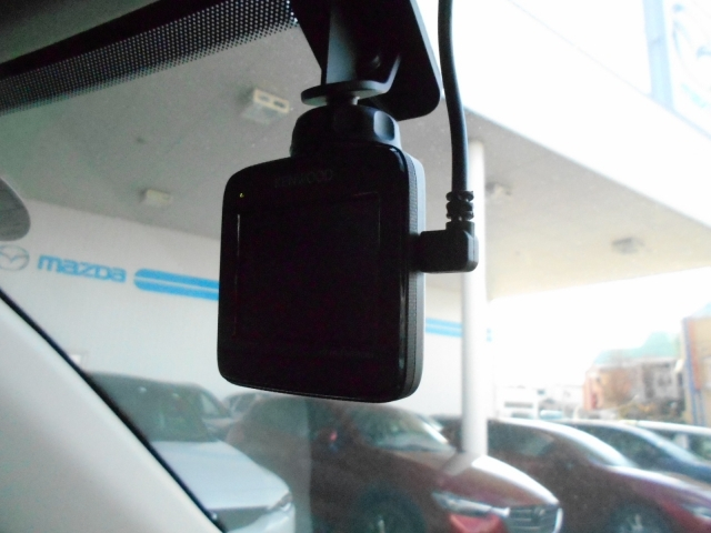 なんと!ドライブレコーダーを装備!万が一の際の力強い味方です!今や必須とも言える装備ですね!ドラレコのおかげで事故時の過失割合が変わった例もございます!これが付いているのは嬉しいですね♪
