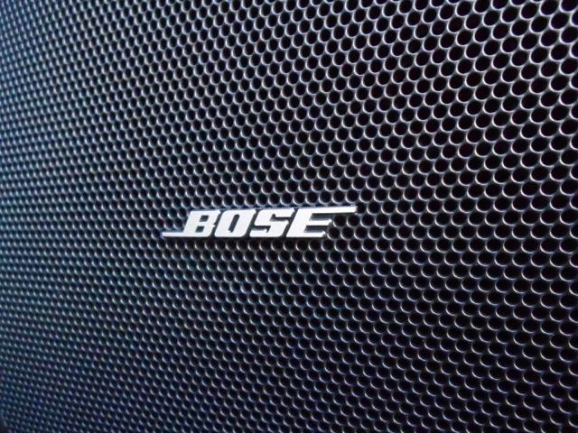 BOSEサウンド!深みや重みのあるサウンドで音に迫力が生まれます!さらにバランスよくクリアで臨場感に満ちたサウンドで音楽を聴くのが楽しくなります♪この装備、後付け出来ませんよ!!!