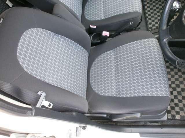運転席のシートです。綺麗な状態に保たれています。