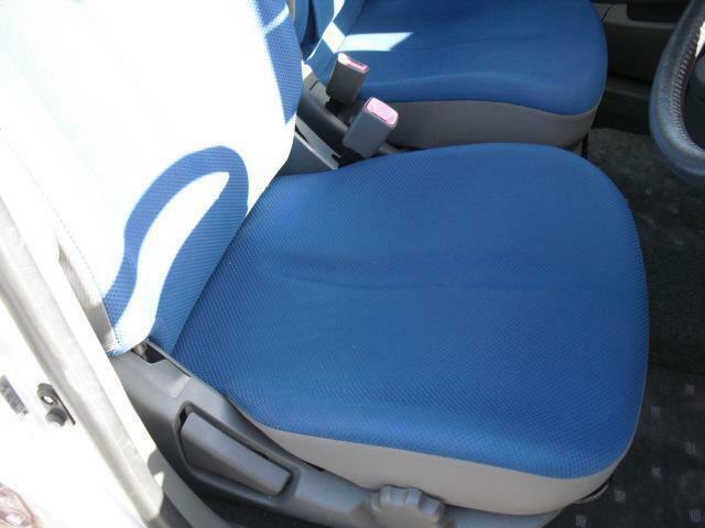 青いカラーのシートは型崩れは勿論、汚れも少なく掛け心地の良い感じのシートです