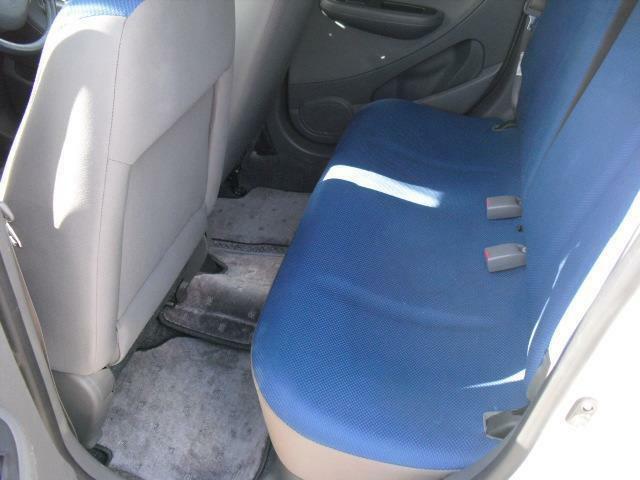後席足元は、流石に軽自動車と言った感はありますが座面の厚さもタップリで座り心地の良いシートです