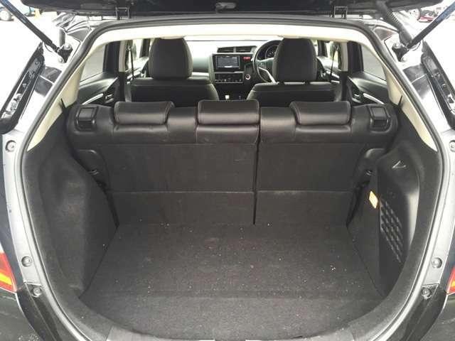 トランクもハッチバックタイプですので、意外とスペースが御座います♪
