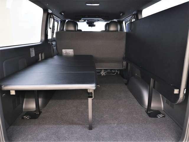 片方はベッド仕様にもう片方は高さのあるお荷物を置くスペースにできます!