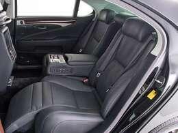 5人乗りモデル最上位エグゼクティブパッケージ!!リラクゼーションシステム搭載でマッサージ機能からオットマンなどまさに高級車として君臨しています