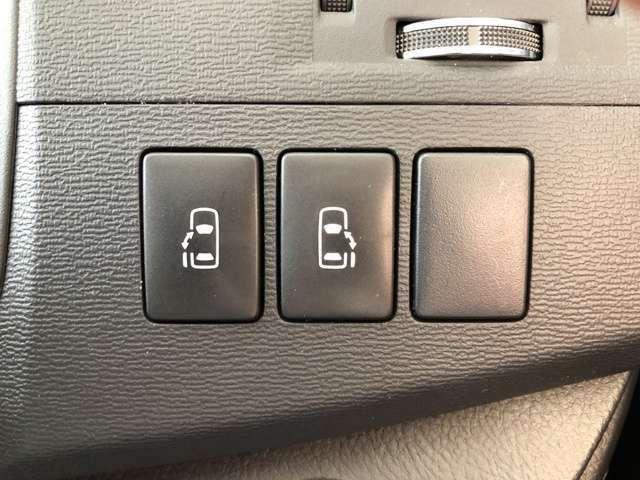 メーカーオプションの両側パワースライドドアは必須!