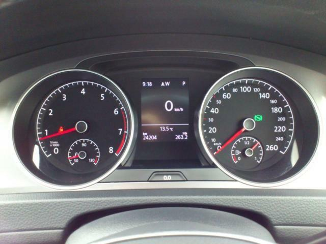 メーター内は走行距離や燃費、速度などのお好みの表示をお選びいただけます。