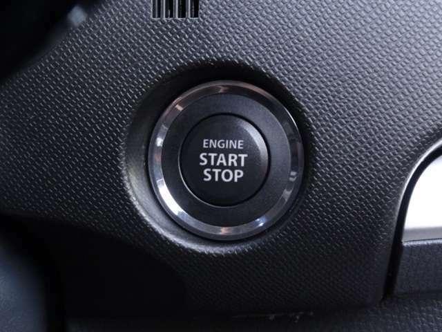 とても便利なスマートキー!!車に近づくだけでロック、アンロックが出来ます。エンジン始動はポケットに入れたままでOK!