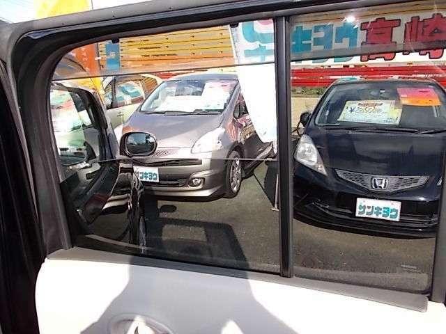プライバシーガラス付きです☆車外から見えにくく防犯にも一役買っております♪お問い合わせはお気軽に0120-03-1190.sankyo8585@net.email.ne.jp☆